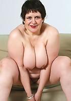 Mature plumper takes her sexy sluttish undies off