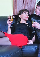 Linda&Bobbie pantyhosefucking attractive mature housewife