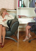 Harriet&Florence pantyhosefucking pretty mature gal