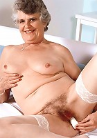 Mature model spreading her fat sagged thighs wide to expose her juicy looking hirsute cunt