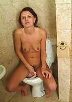 Mature chick taking a leak and flicking her clit!