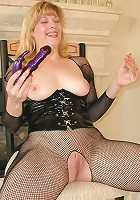 Mature whore in body stockings drilling her pussy