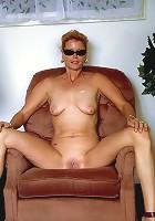 Funky momma posing naked in the living room