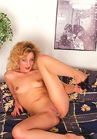 sexy old lady shaves off her hairy pussy