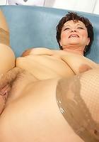 Hot babe fisting a horny mature slut