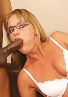 This horny mature slut cannot hold her cum