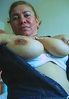 Kinky mature slut loves showing her hot body
