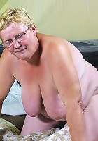 Chubby housewife getting ready to squirm