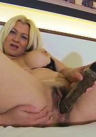 Blonde mature slut playing with her wet pussy