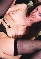 Naughty mature slut doing her juicy pussy