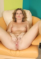 Naughty European mature slut getting frisky