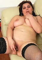 Chubby housewife playing with her dildo