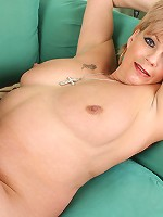 sexy cougar is waiting for your hard cock