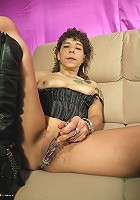 This kinky housewife sure knows ho to please herself