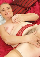 Hairy mature slut playing and pissing