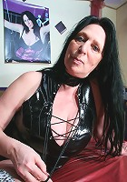 Kinky mama shwoing how naughty she can be