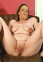 This naughty mature slut loves to get herself wet