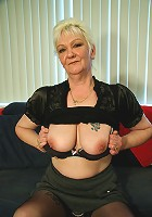 This lonely mature slut gets wet
