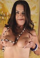Horny mature slut pleasing her wet pussy
