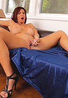 Horny milf Brittany Blaze fucks her pussy using a glass sex toy