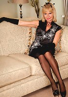 Blonde cougar Cathy Oakely wears sexy stockings as she rubs her mature pussy