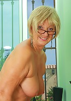 New mature model Samantha T from AllOver30 introduces herself