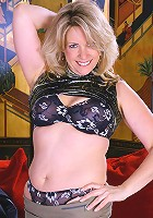 46 year old Leah loves showing her plump pussy to her fans