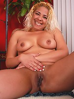 Exotic mature in blue denim skirt strips and chews on panties