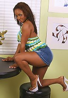 Ebony MILF Sinnamon looks great with those big titties