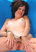 Mature Sydney in handcuffs wraps her moist pussy with a whip