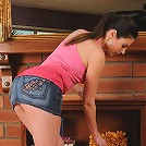 Athletic Samantha Ryan strips off her denim skirt and spreads for you