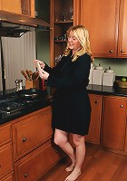 Beautiful 51 year old Venice in the kitchen spreaqding her pussy wide