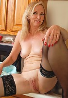 Blonde 30 year old Collette wakes up and puts on a hot show