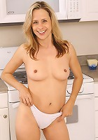 Sexy MILF in white paties spreads her mature pussy