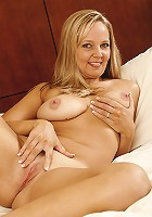 Juggy 38 year old Sandra wants you to open her pussy present