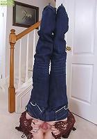 Mature blond amateur Annabelle peels off blue jeans.