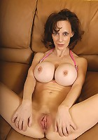 Big titty MILF slut !