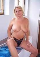 Hot Granny fucks like a young nympho!