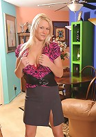Juliana is a sultry Housewife that loves to please!