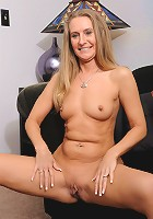Hot MILF cumsucking slut gets her blonde snatch slammed!