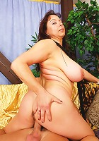 Busty MILF housewife knows how get get fucked right!