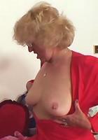 Cumshot on her hot granny ass