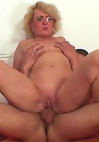 He fucks her from behind and then pulls out of her mature pussy to cum on her ass cheeks