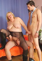 Threesome with two guys enjoying her ancient pussy and making her moan like a slut