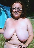 housewife nude