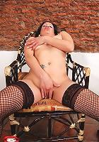Kinky Miryam gets a deceiving shy look