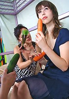 Very attractive MILF and her carrot