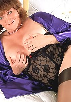 Mature lady strips off and toying her pussy