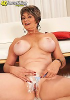 Mature mom plays wit her boobs in a car