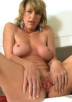 Mature slut fucks massive dildo